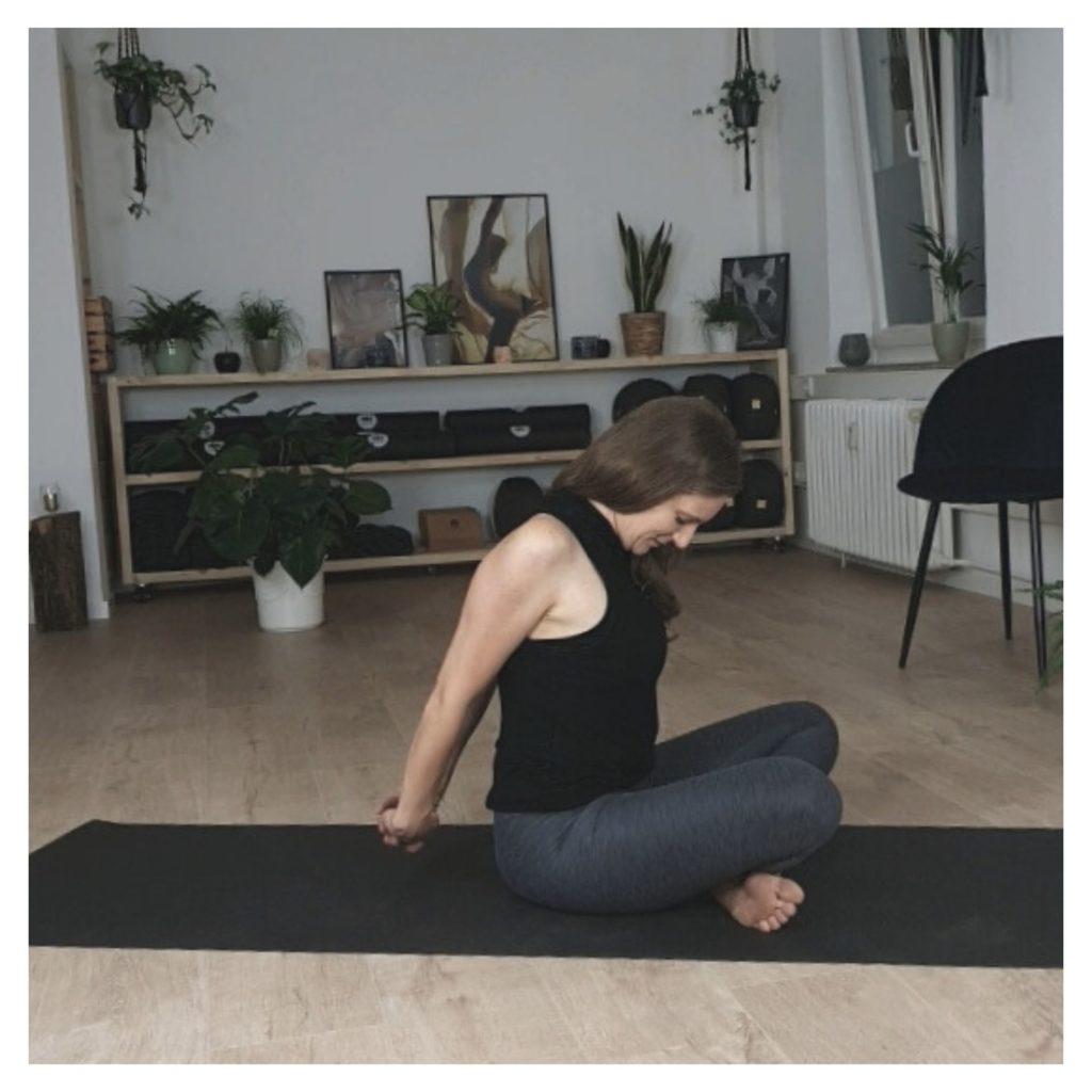 Übungen zur Schulterdehnung Lilly Rugg Osteo & Motion