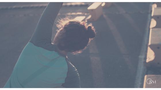 Yoga Side Stretch – Flankendehnen, Rückenübung fürs Büro, zu Hause und zwischendurch